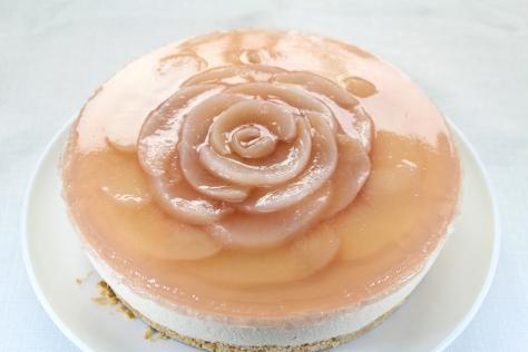 桃のコンポートでレアチーズケーキ